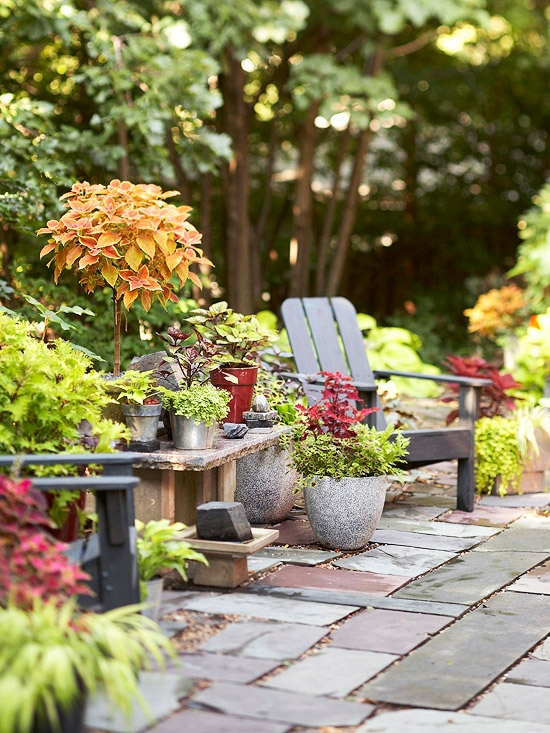 Spring and summer unique ideas for decorating garden for Patio garden ideas designs