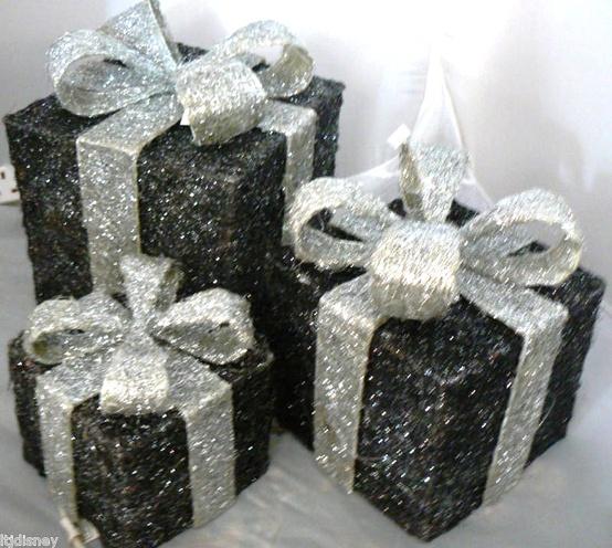 Amazing Black & White Christmas décor ideas10