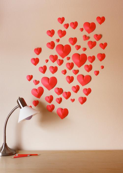Διακόσμηση τοίχου με DIY 3D  χάρτινες καρδιές για την ημέρα του Αγίου Βαλεντίνου