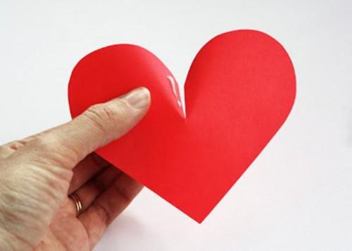 Διακόσμηση τοίχου με DIY 3D  χάρτινες καρδιές για την ημέρα του Αγίου Βαλεντίνου2