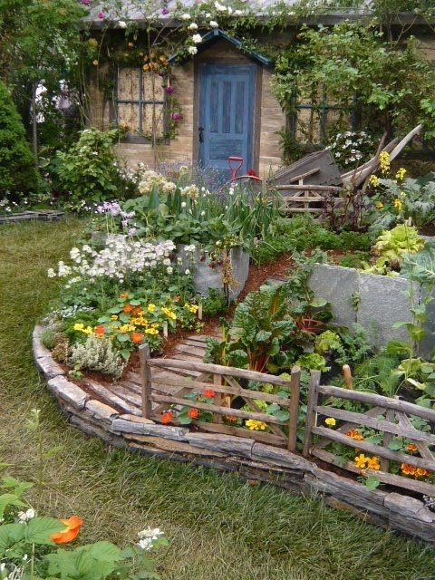 Ideas for the right garden decoration my desired home for Veggie patch design