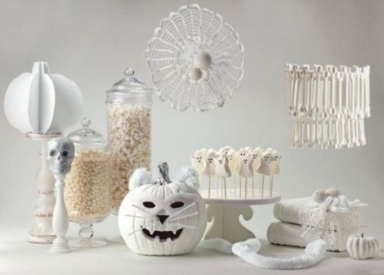 Outdoor christmas house decorations - 42 Amazing Black And White Halloween Ideas My Desired Home