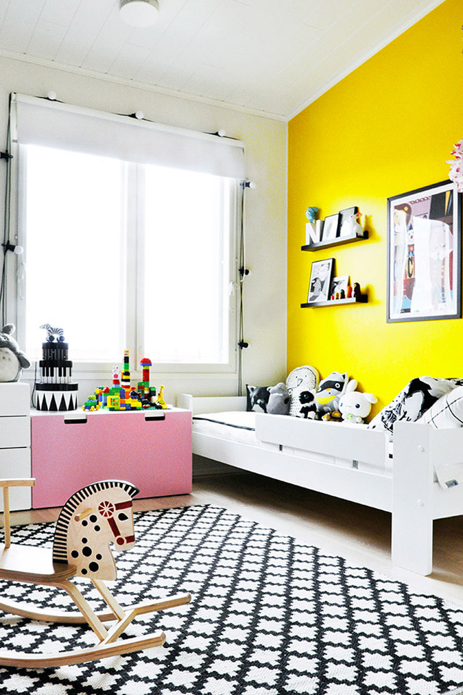 Children's room in yellow and pink1