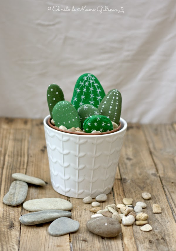 Cactus Planter made of  pebbles1