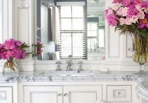 Elegant marble bathroom with pink touches2