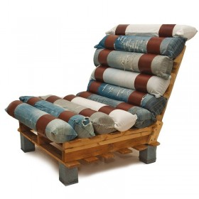 Armchair made from pallets and jeans1
