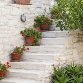 staircase pots decoration ideas2