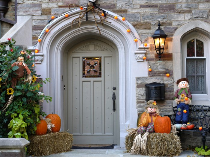 DIY Halloween decoration for a spooky outdoor atmosphere11