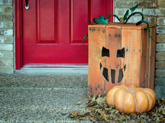DIY Halloween decoration for a spooky outdoor atmosphere7