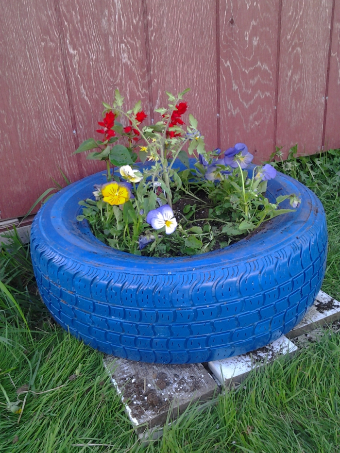Plant containers from old car tires4