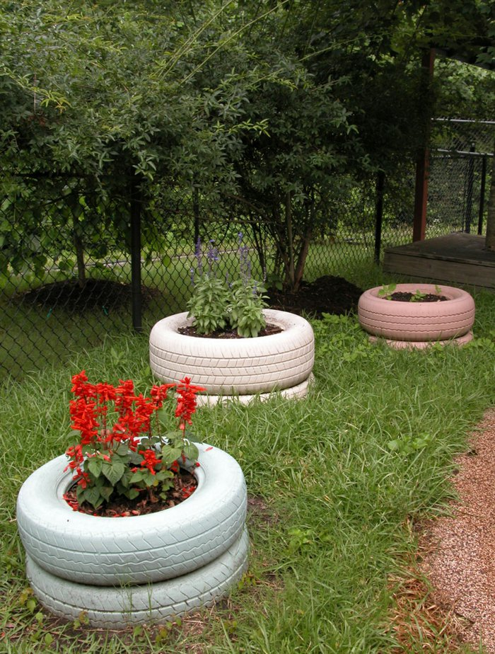 Plant containers from old car tires6