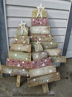 CHRISTMAS IDEAS with PALLETS13
