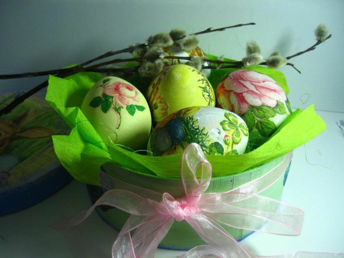 Diy Easter decoration ideas with Easter eggs11