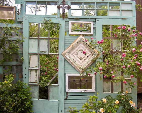 Decorate garden with recycling old doors2