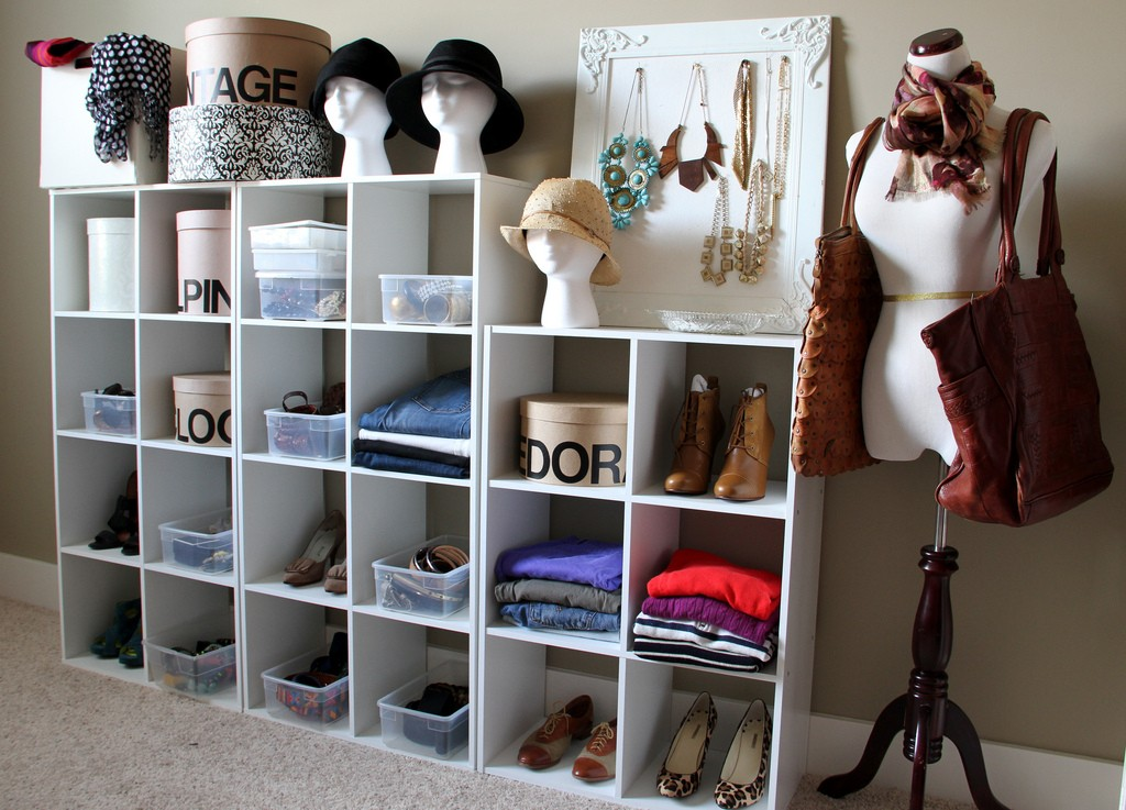 small dressing rooms ideas41