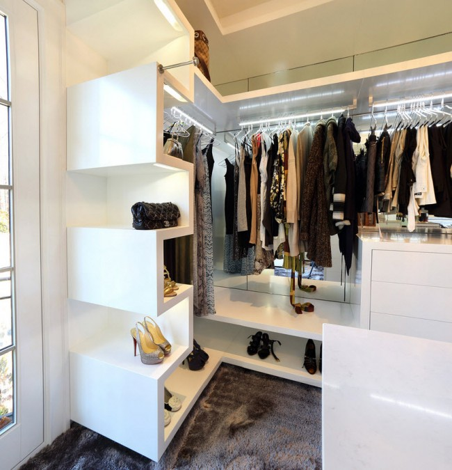 small dressing rooms ideas8
