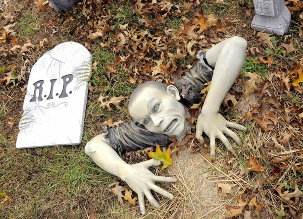 halloween-party-decoration-in-garden11