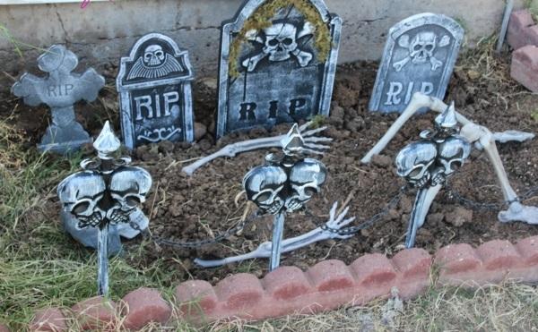 halloween-party-decoration-in-garden8