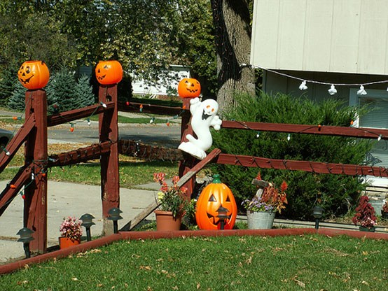 halloween-decor-for-the-garden24