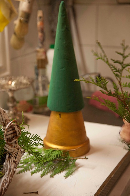 small-tabletop-christmas-tree-from-branches1