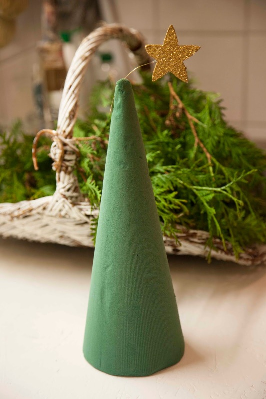 small-tabletop-christmas-tree-from-branches2