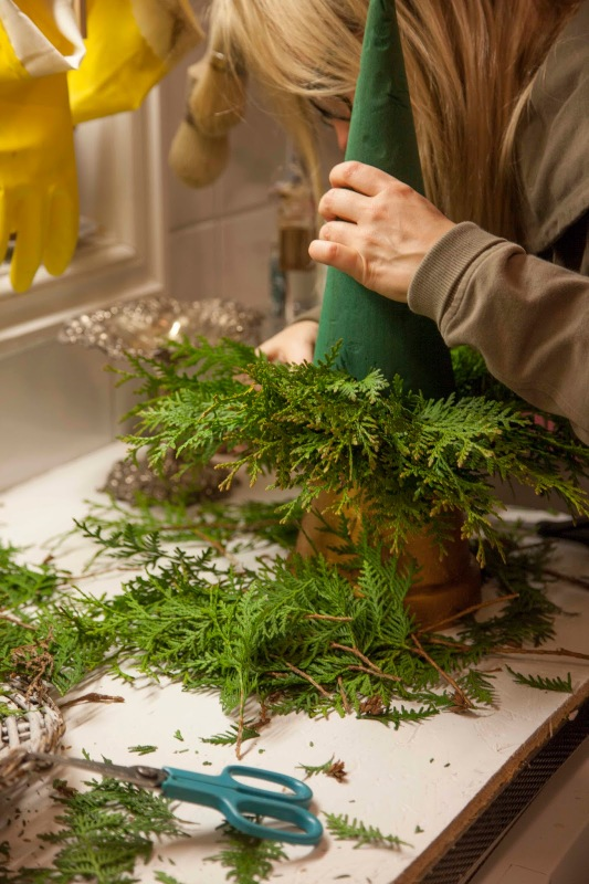small-tabletop-christmas-tree-from-branches3