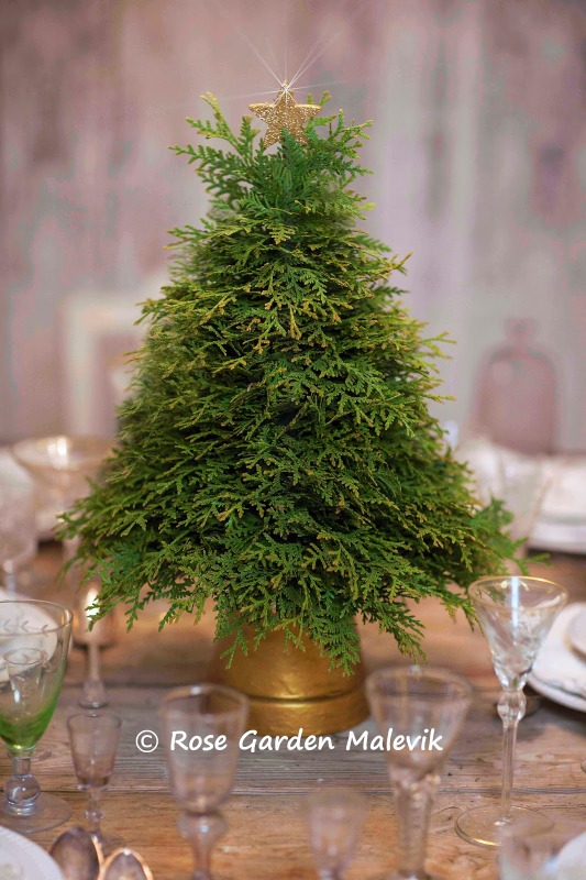 small-tabletop-christmas-tree-from-branches6