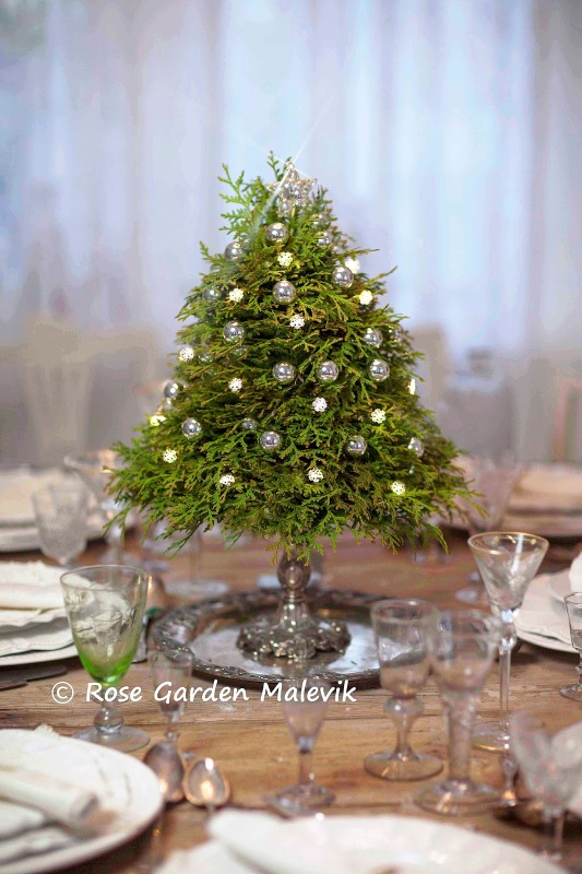 small-tabletop-christmas-tree-from-branches8
