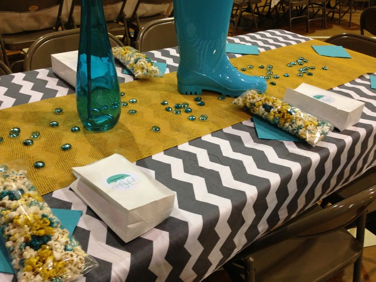 Burlap Table Runner ideas (9)