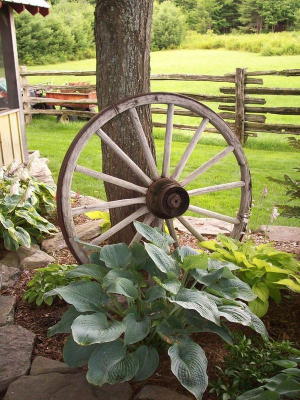 Decorations made from wagon wheels - landscaping ideas ...