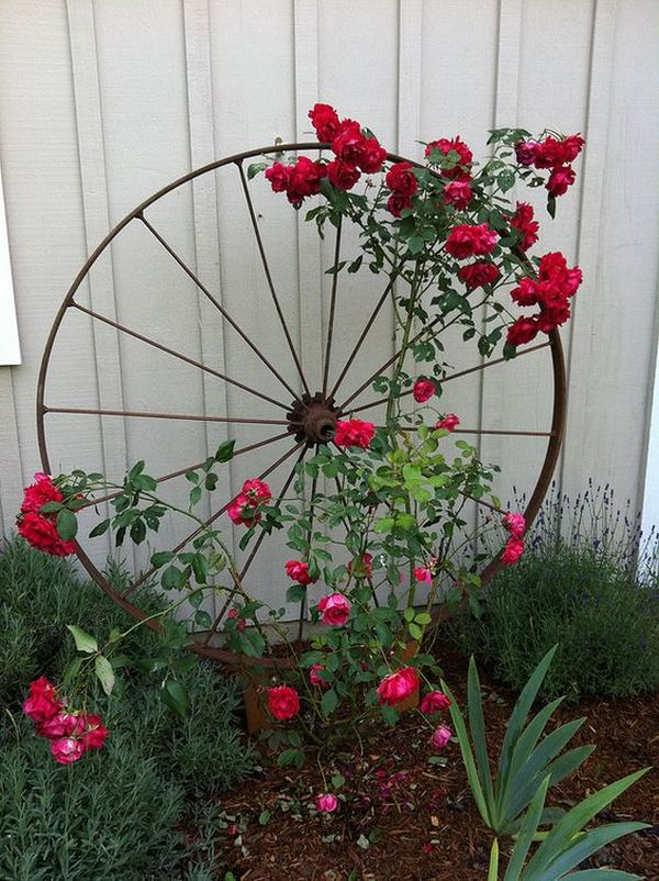 Decorations made from wagon wheels13