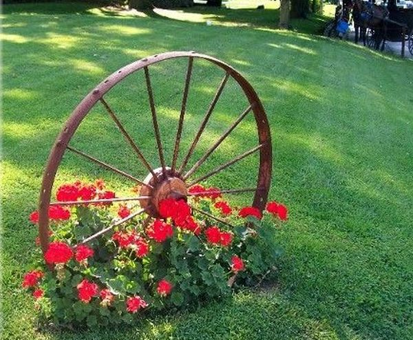 Decorations made from wagon wheels2