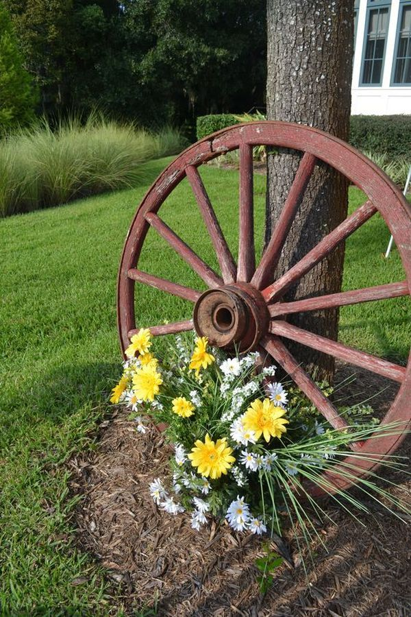 Decorations made from wagon wheels5