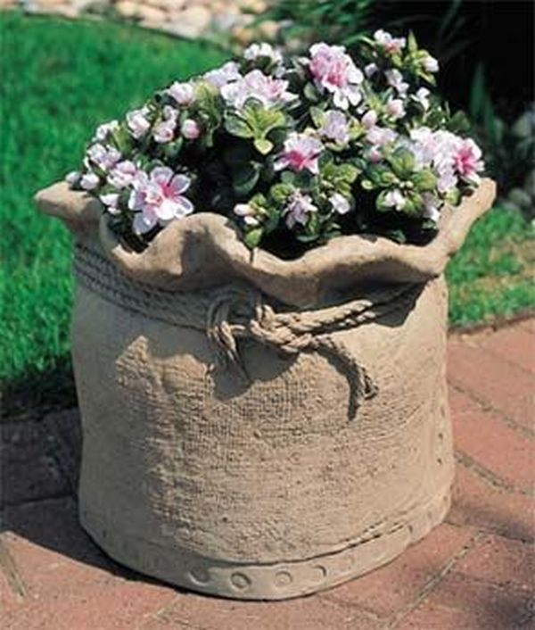 diy pots in the garden made of cement and old clothes (3)