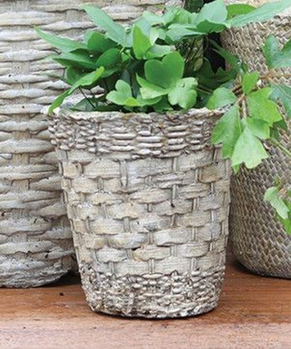 diy pots in the garden made of cement and old clothes (5)