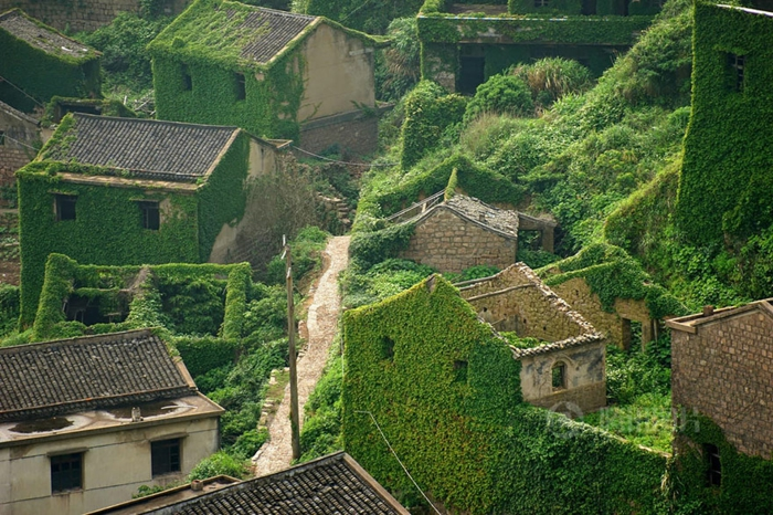 An abandoned village in China2