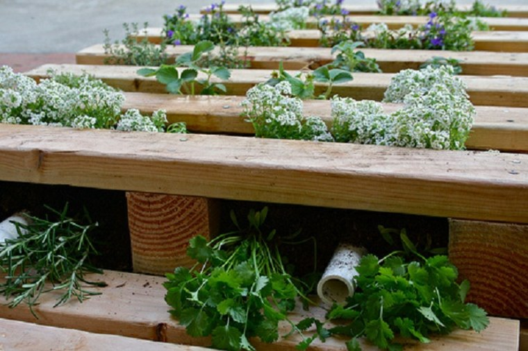 Pallet wooden planter ideas30