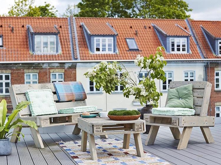 Pallet garden furniture1