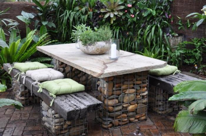 garden deco with rocks3