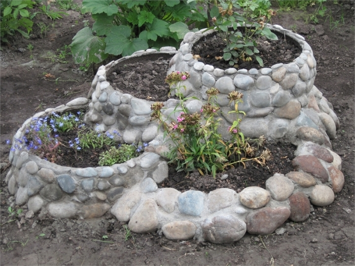 garden deco with rocks6