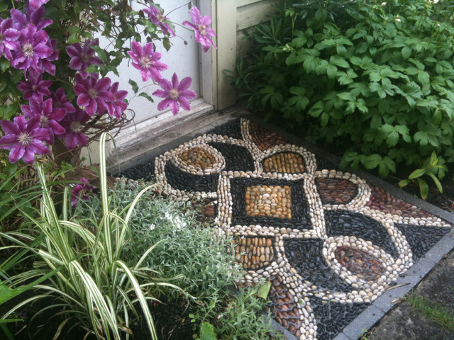garden deco with rocks7