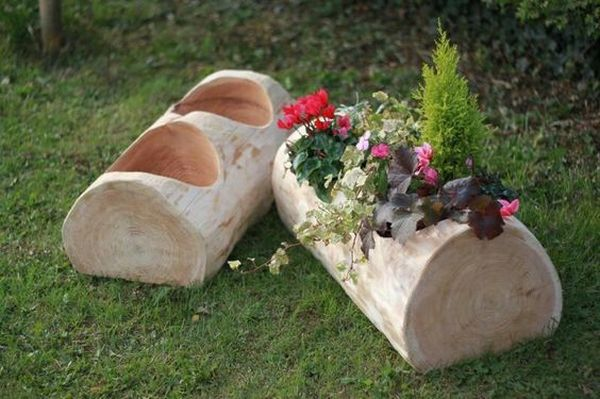 garden decoration with stumps and crates2