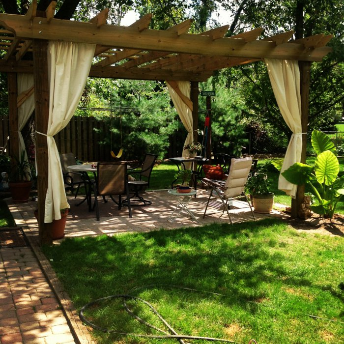 Garden with pergola12