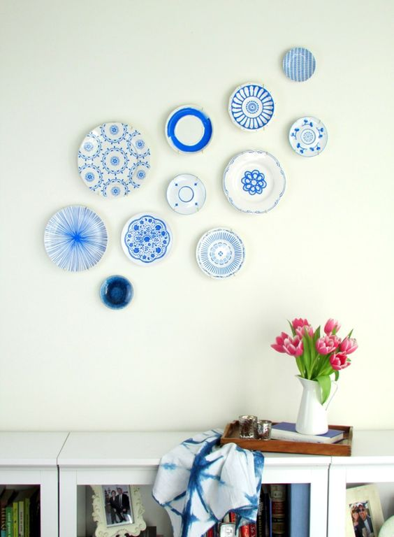 decorating walls with dishes118