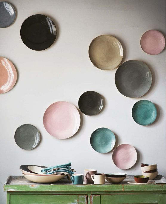 decorating walls with dishes3