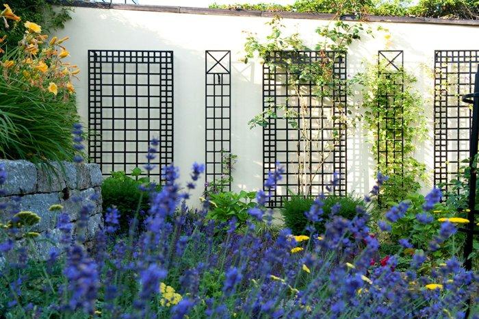 trellis in the garden3