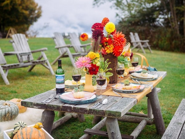 Ideas for decorating outdoor tables1