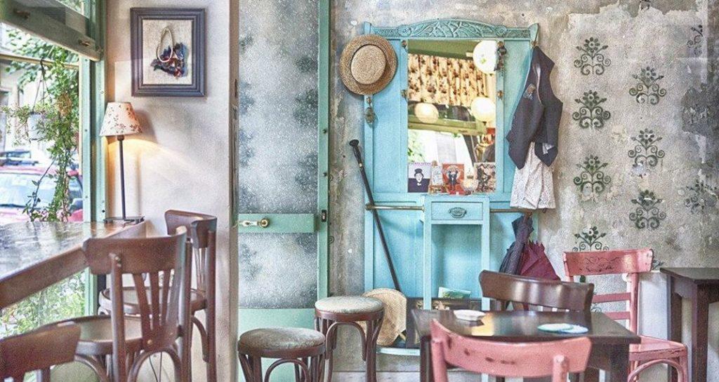 a vintage dolly tiny cafe1