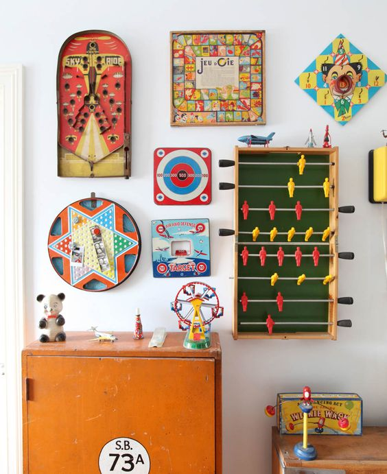 Wall decoration from old board games10