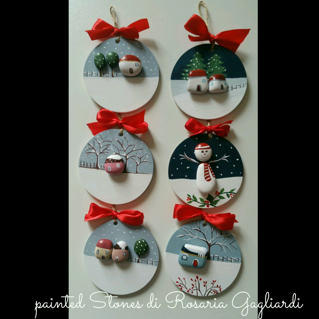 Christmas painting on stones and pebbles (10)